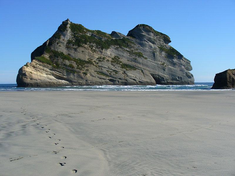 wharariki-beach-03